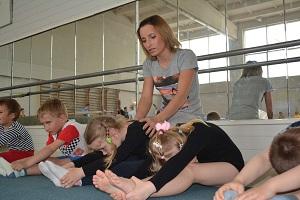 Комплекс упражнений при нарушении и для формирования осанки правильной у детей, гимнастика, профилактика